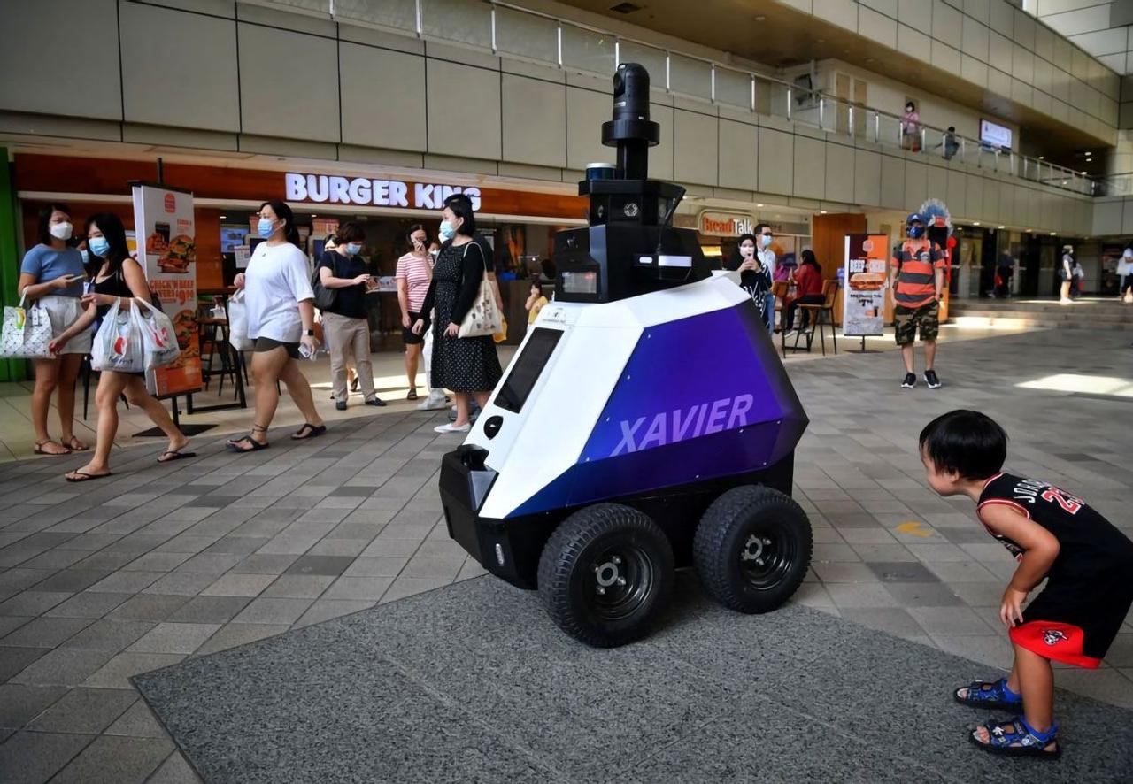 Новый робот-полицейский Xavier решит проблему правопорядка в Сингапуре