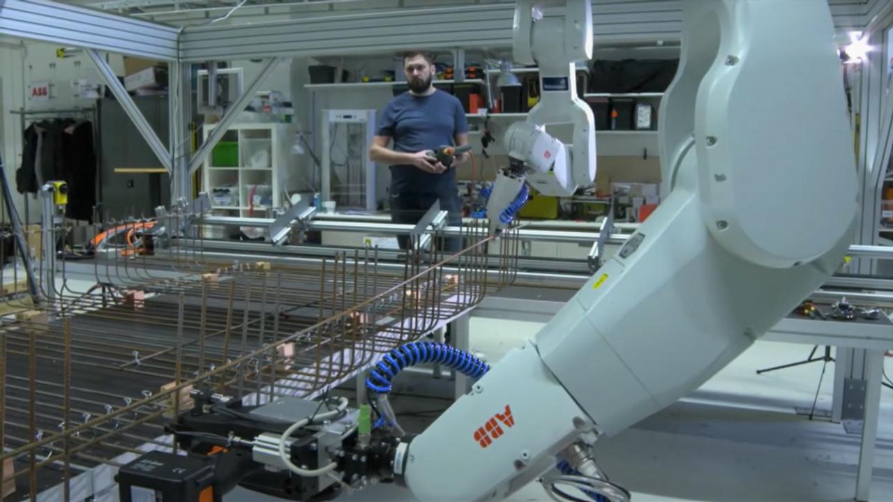 С помощью роботизации, Skanska сократила время производства арматурных каркасов с 16 ч до 1 ч на тонну