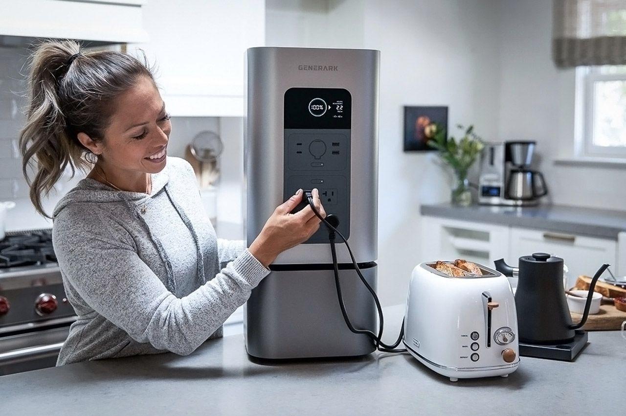Резервный аккумулятор на солнечных батареях HomePower 2 хранит энергию в течение целого года