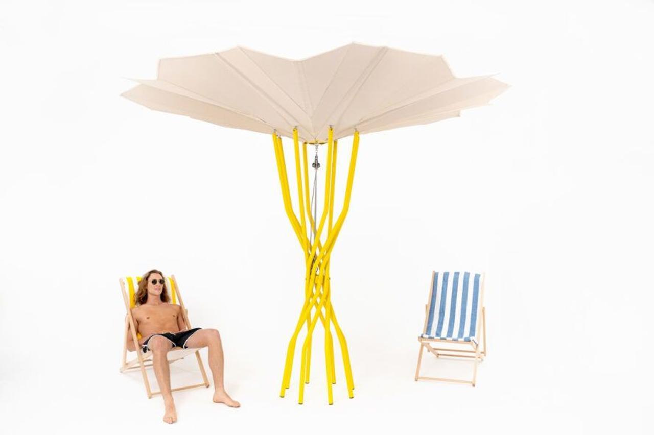 Пляжный зонт на солнечной энергии, использует солнце, чтобы охладить вас