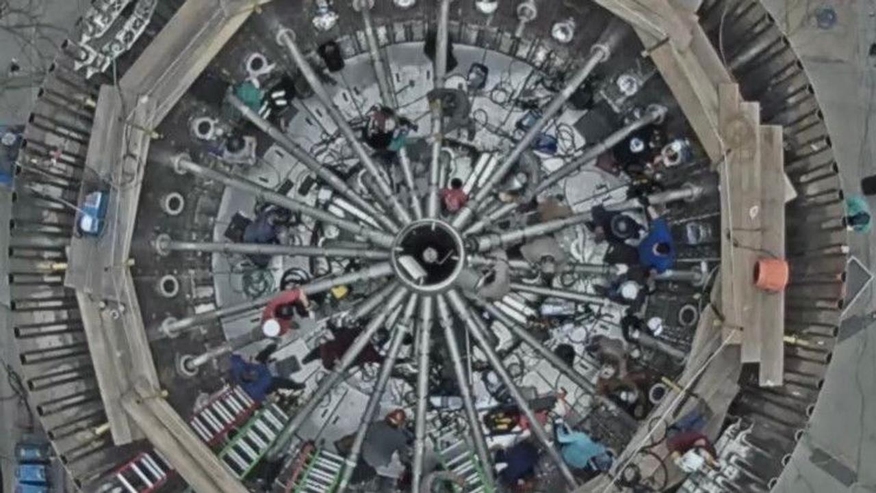 Илон Маск показал фото внутреннего устройства Super Heavy Booster
