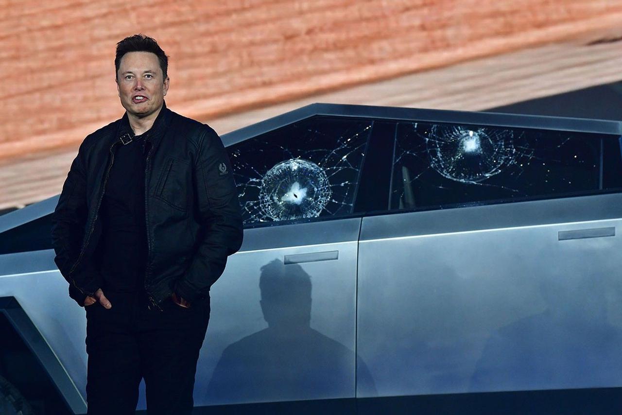Илон Маск, - «Tesla представит обновленный Cybertruck до конца 2021 года»