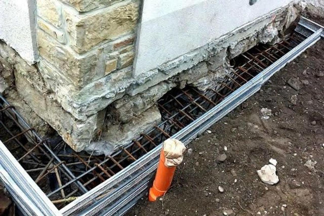 Как залить новый фундамент вокруг старого дома?