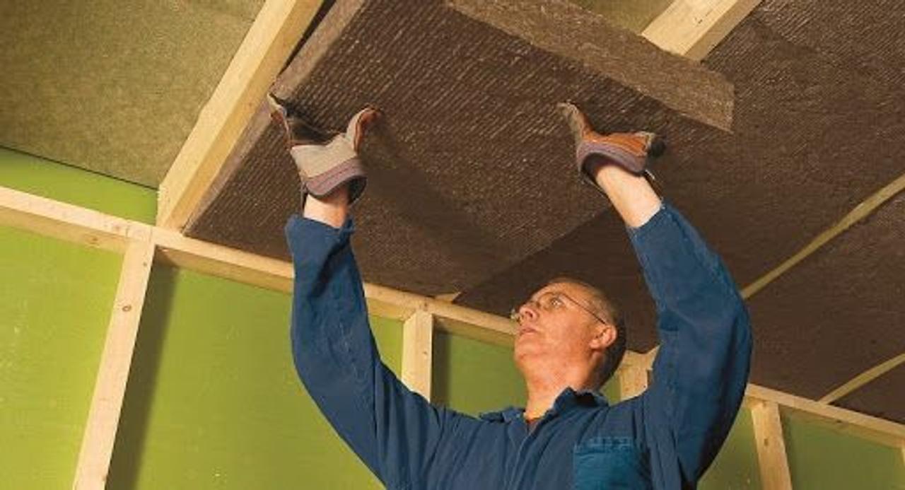 Как сделать звукоизоляцию потолка своими руками, обеспечив тишину в квартире